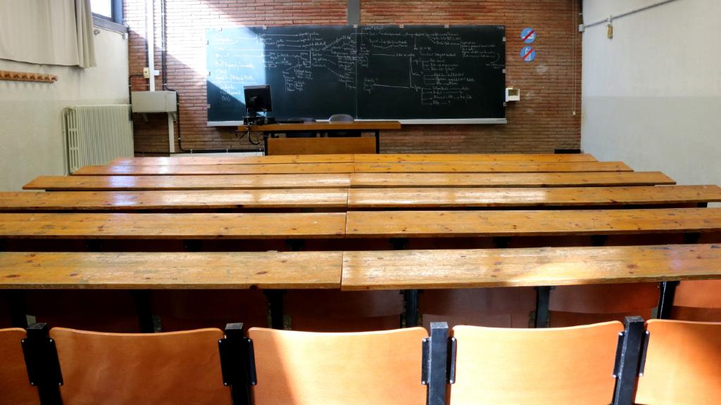 Aula buida d'una facultat del Campus Diagonal UB