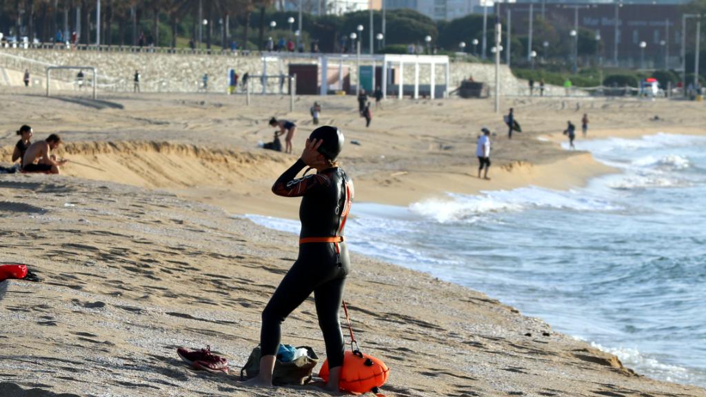 Ciutadans fent esport a la platja