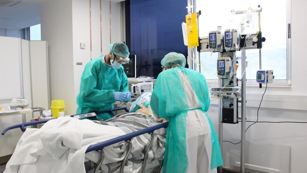 metges atencio pacient coronavirus
