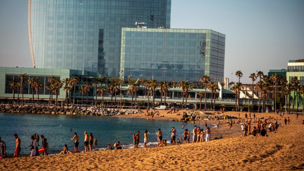 Gent platja Sant Sebastià desconfinament
