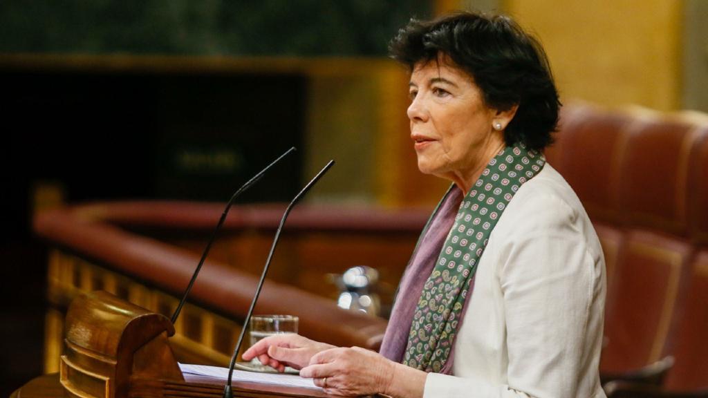 Pla mitjà de la ministra d'Educació, Isabel Celaá, durant el debat sobre la reforma de la llei educativa al Congrés, el 17 de juny del 2020