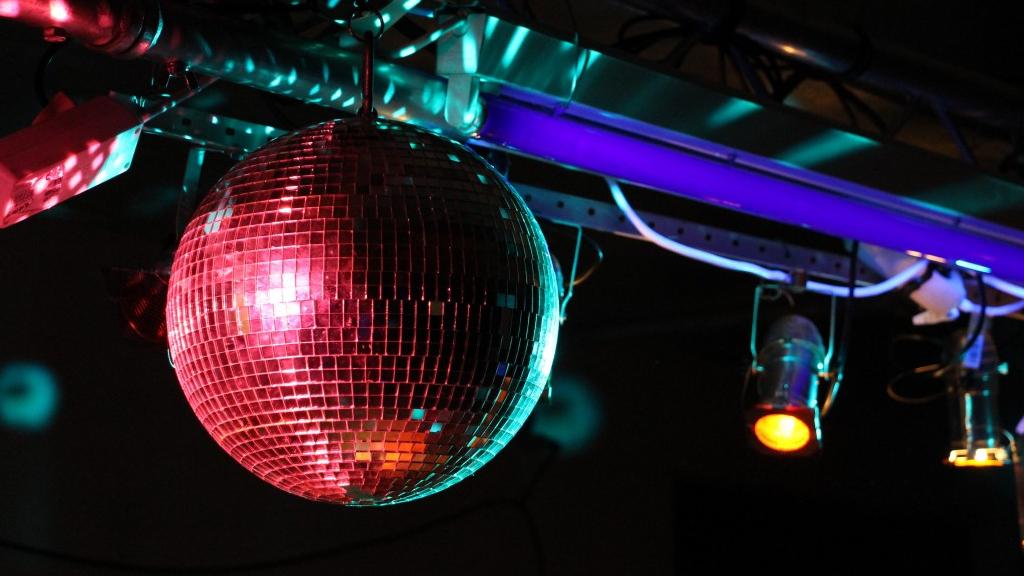Llums i bola de discoteca