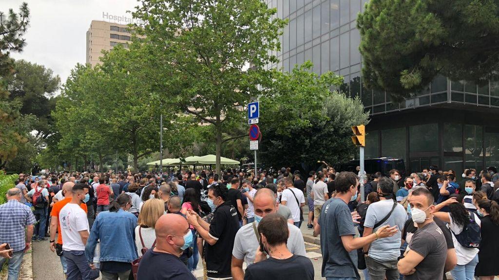 protesta Nissan davant bufet advocats Garrigues