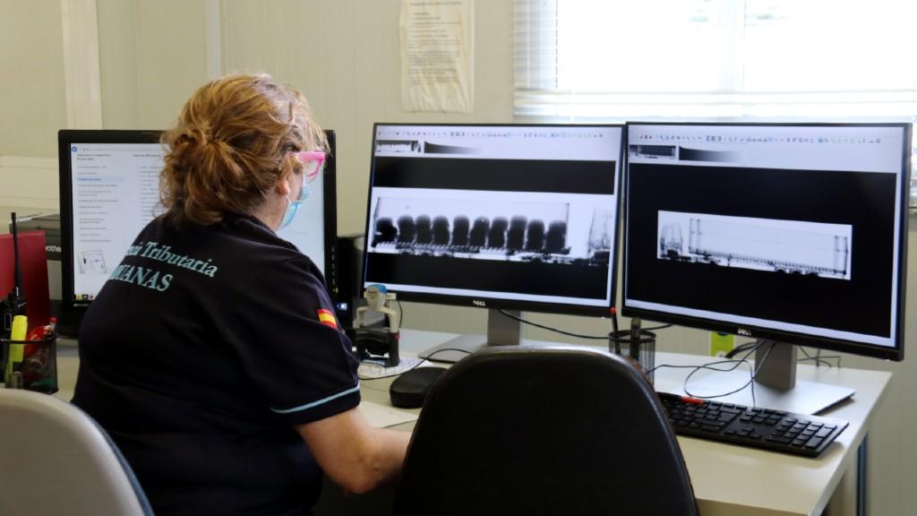 Control nou escàner contenidors al port