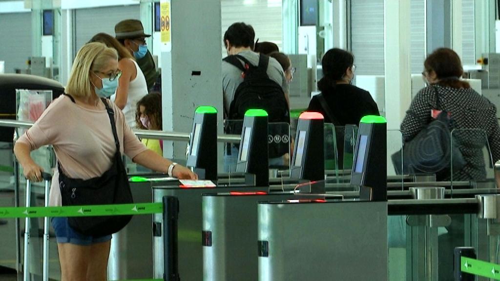 Aeroport de Barcelona el Prat, el dia d'obertura de fronteres amb 12 països