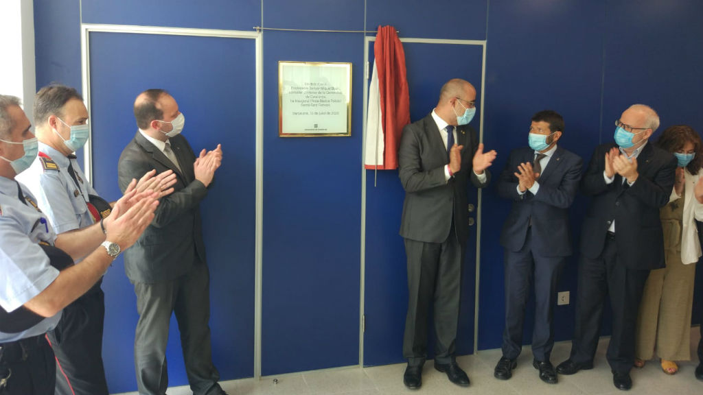 El conseller d'Interior, Miquel Buch, i altres autoritats inauguren la nova comissaria de Sarrià-Sant Gervasi