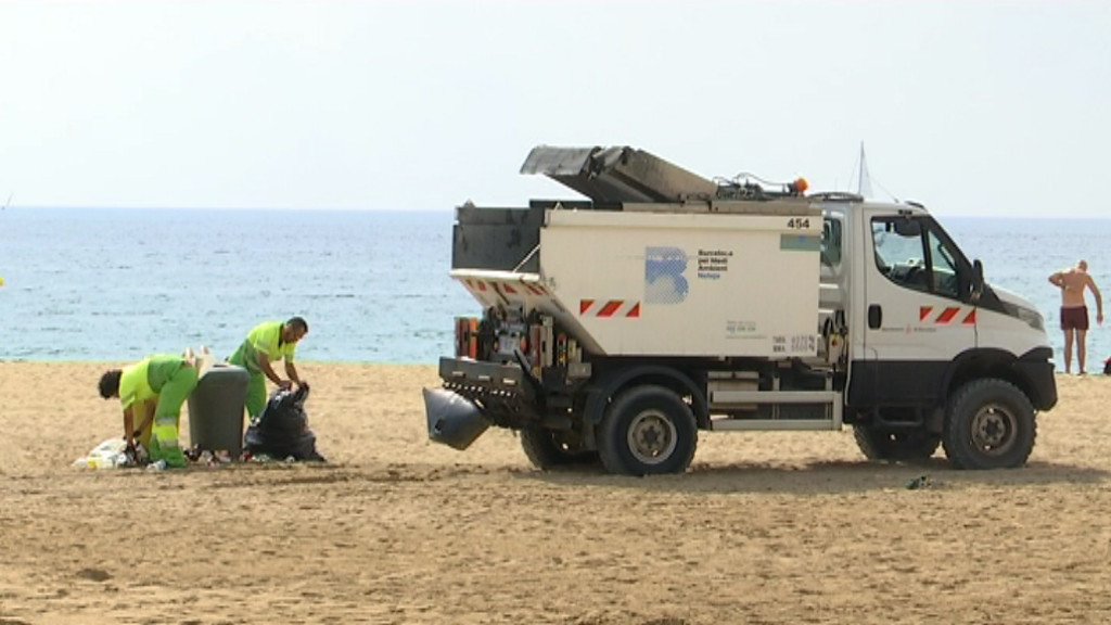 Neteja a les platges de la Barceloneta
