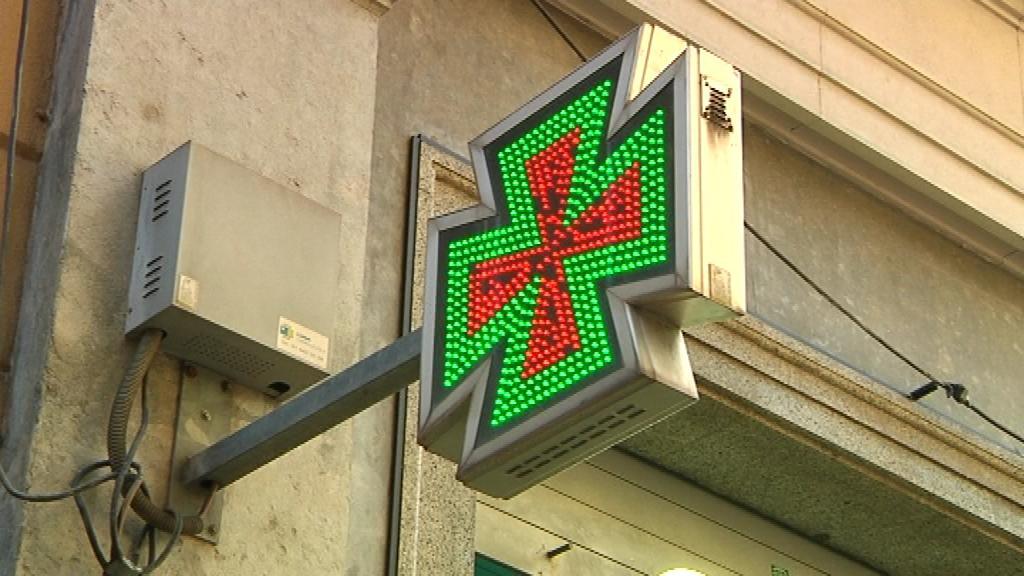 senyal d'una creu a una farmàcia