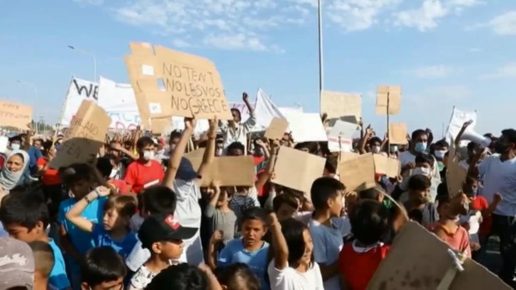 Refugiats Mòria protesten després de l'incendi