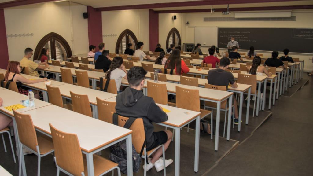 Alumnes de selectivtat en una aula, 2020