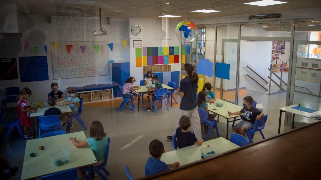 Alumnes amb mascareta escola