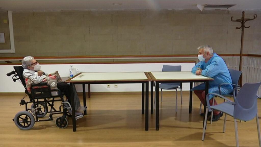 Lluís Raulet visita la seva mare a la residència de gent gran de Gràcia