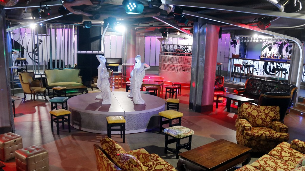 Sala de ball d'una discoteca buida