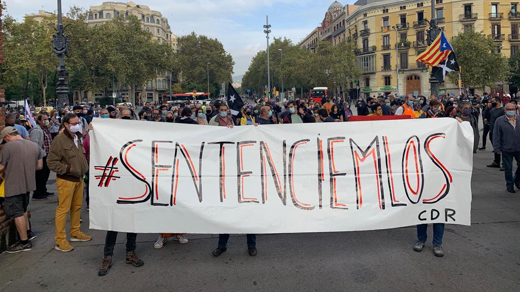 """Pancarta amb el lema """"Sentenciem-los"""""""