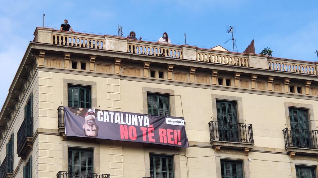 """Pancarta de l'ANC """"Catalunya no té rei"""""""