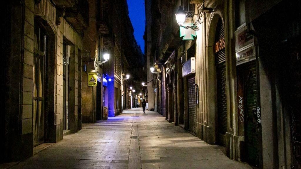 toc de queda catalunya barcelona de nit