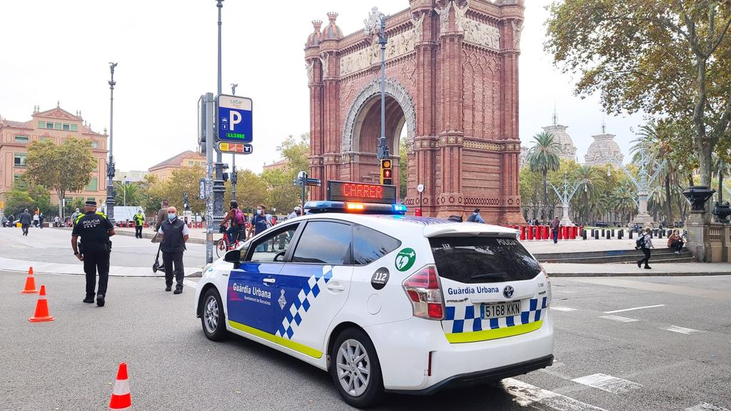 La Guàrdia Urbana talla el passeig de Lluís Companys