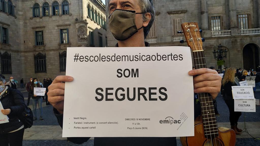 Cartell de la protesta de les escoles de música