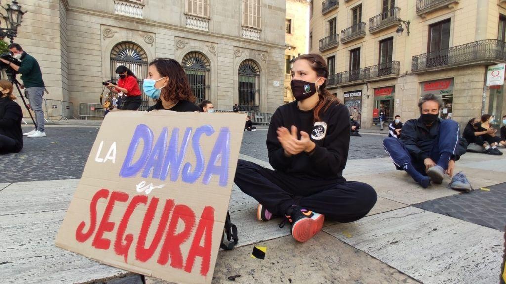 cartell dansa és segura protesta