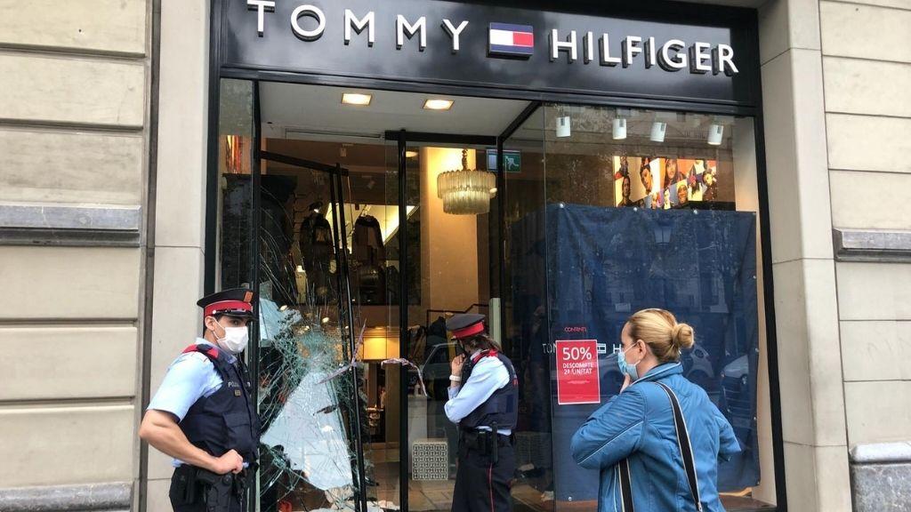 vidres trencats botiga tommy hilfiger passeig gracia