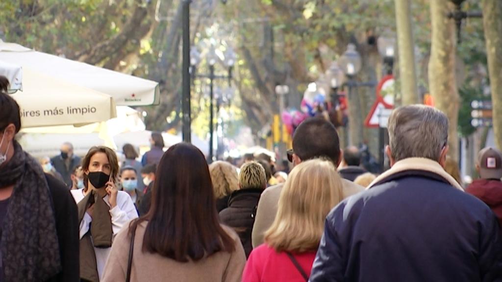 gent passejant carrer
