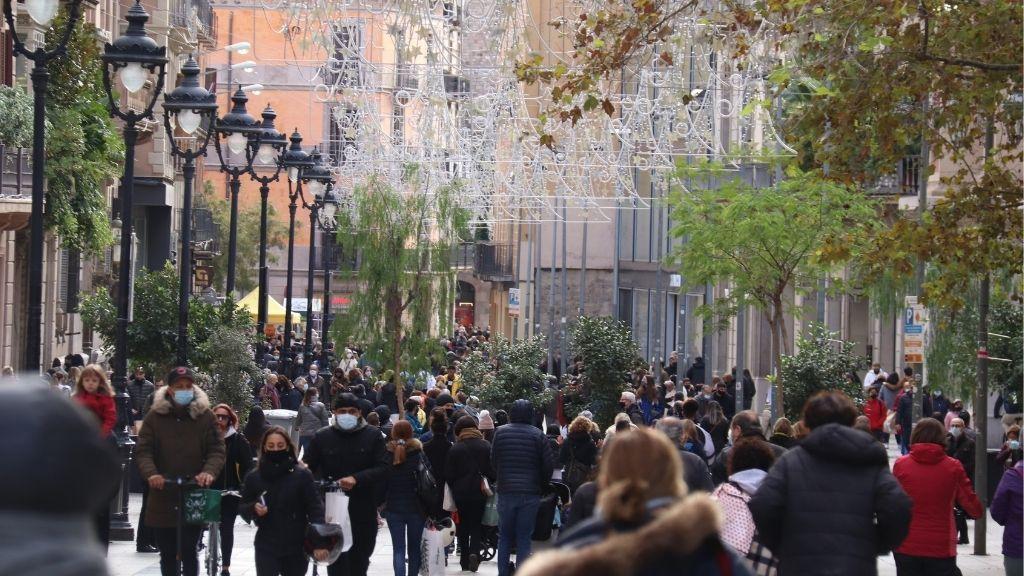 gent al Portal de l'Angel per Nadal