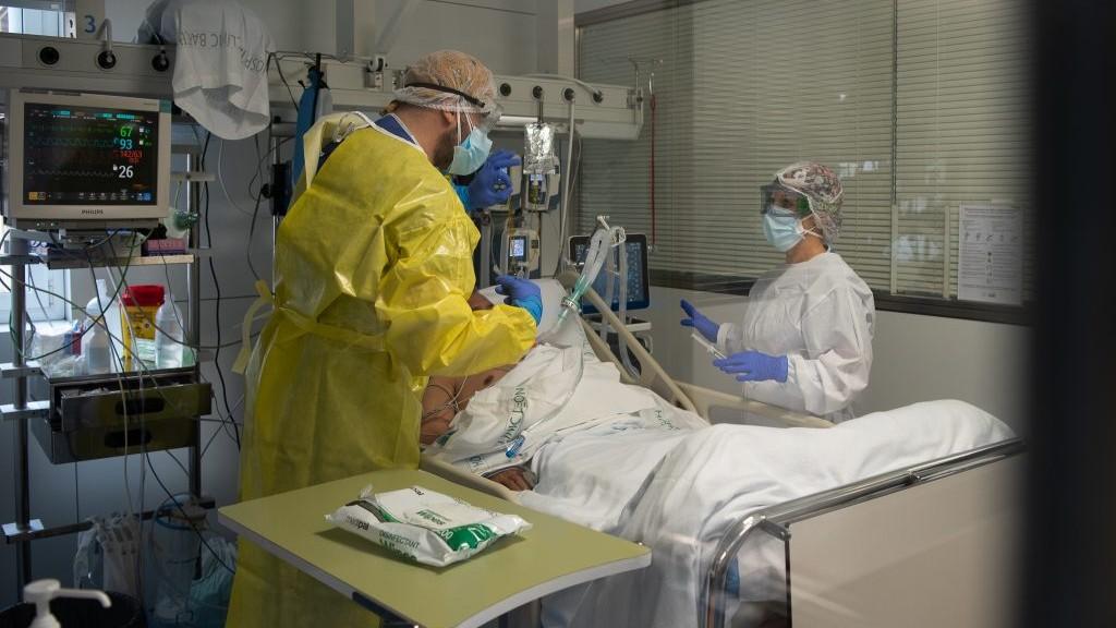 malalt coronavirus llit hospital clínic