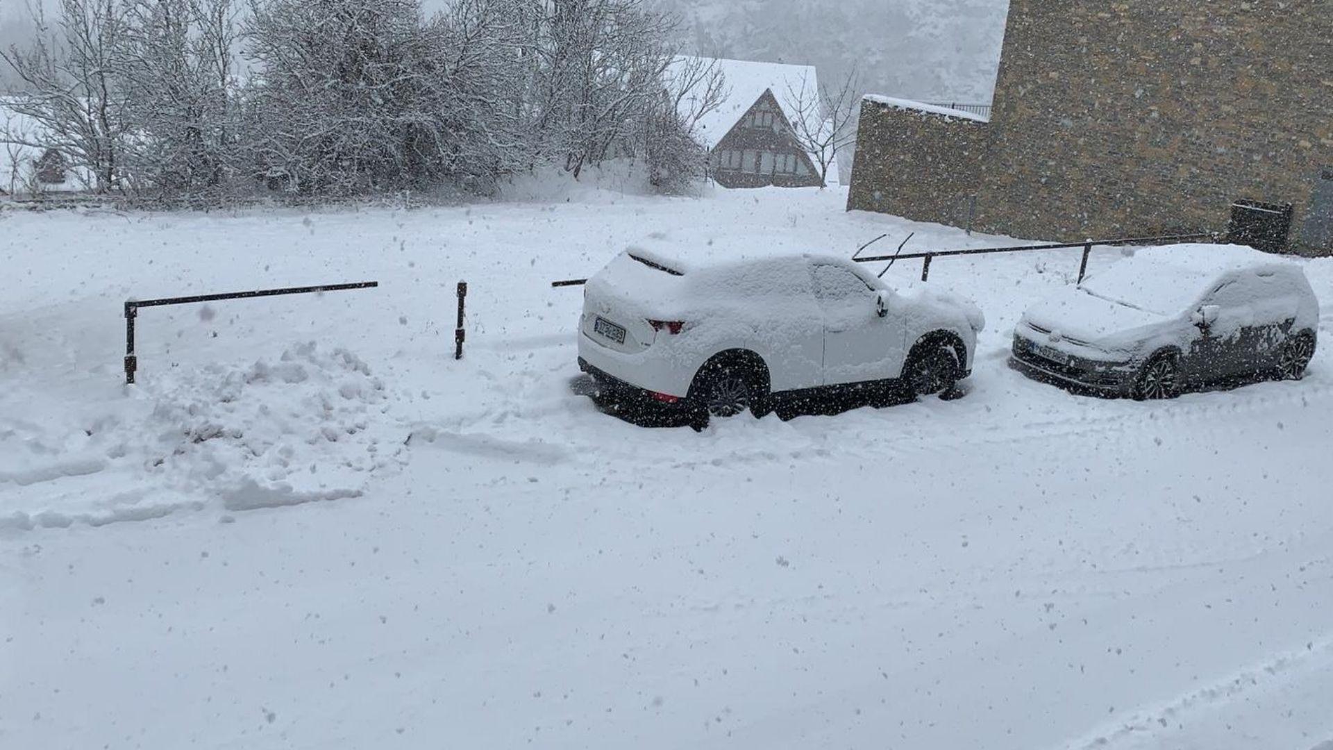 Carrer nevat a Bagergue, a la Vall d'Aran