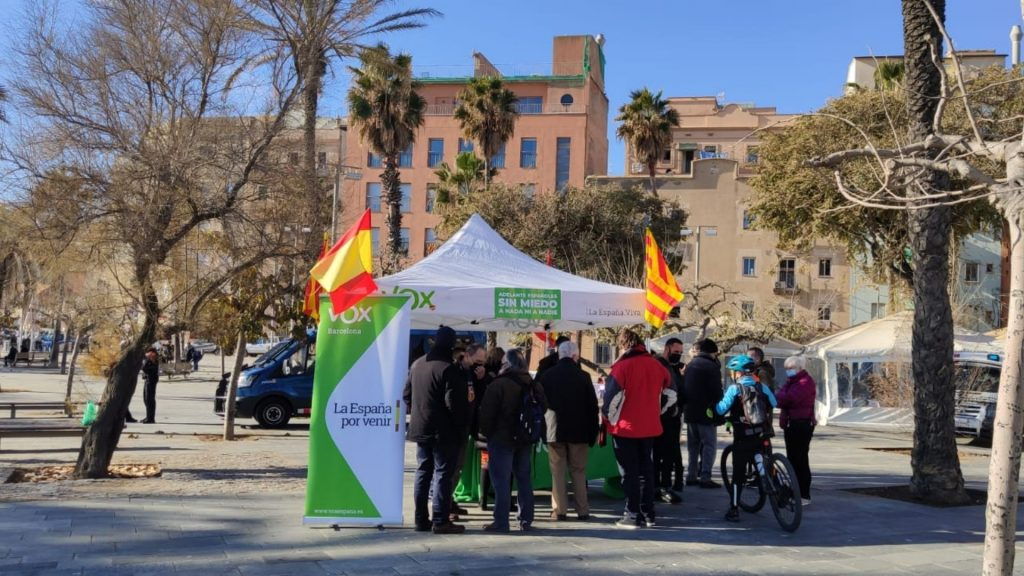 Carpa de Vox a la Barceloneta