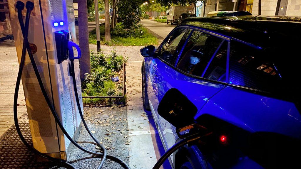 punt càrrega vehicle elèctric