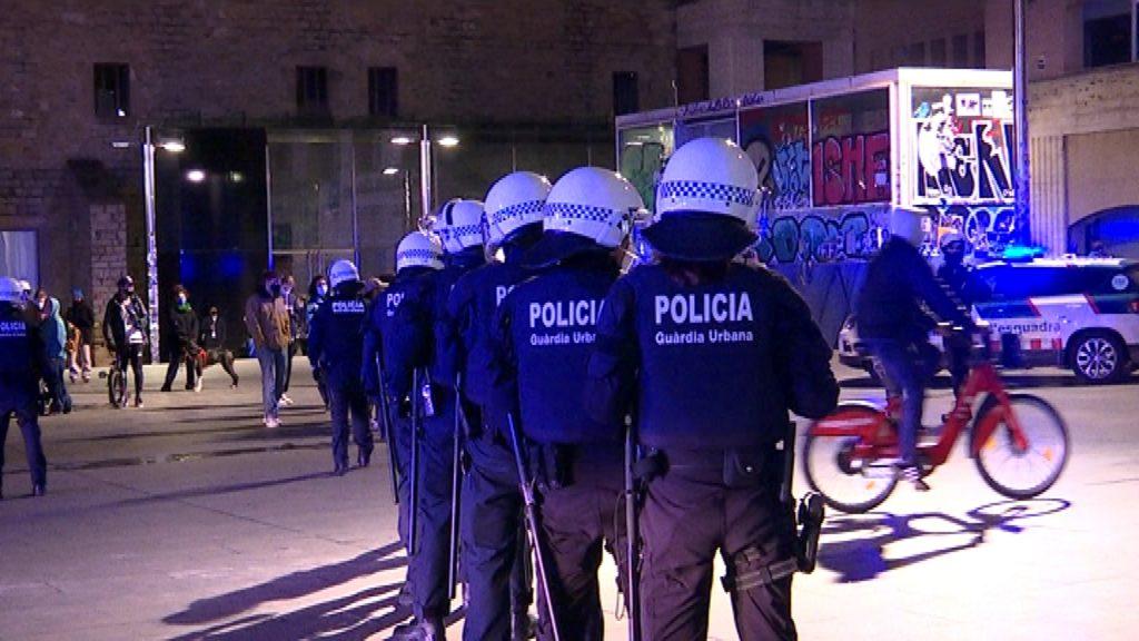 Intervenció policial per evitar incivisme a l'espai públic