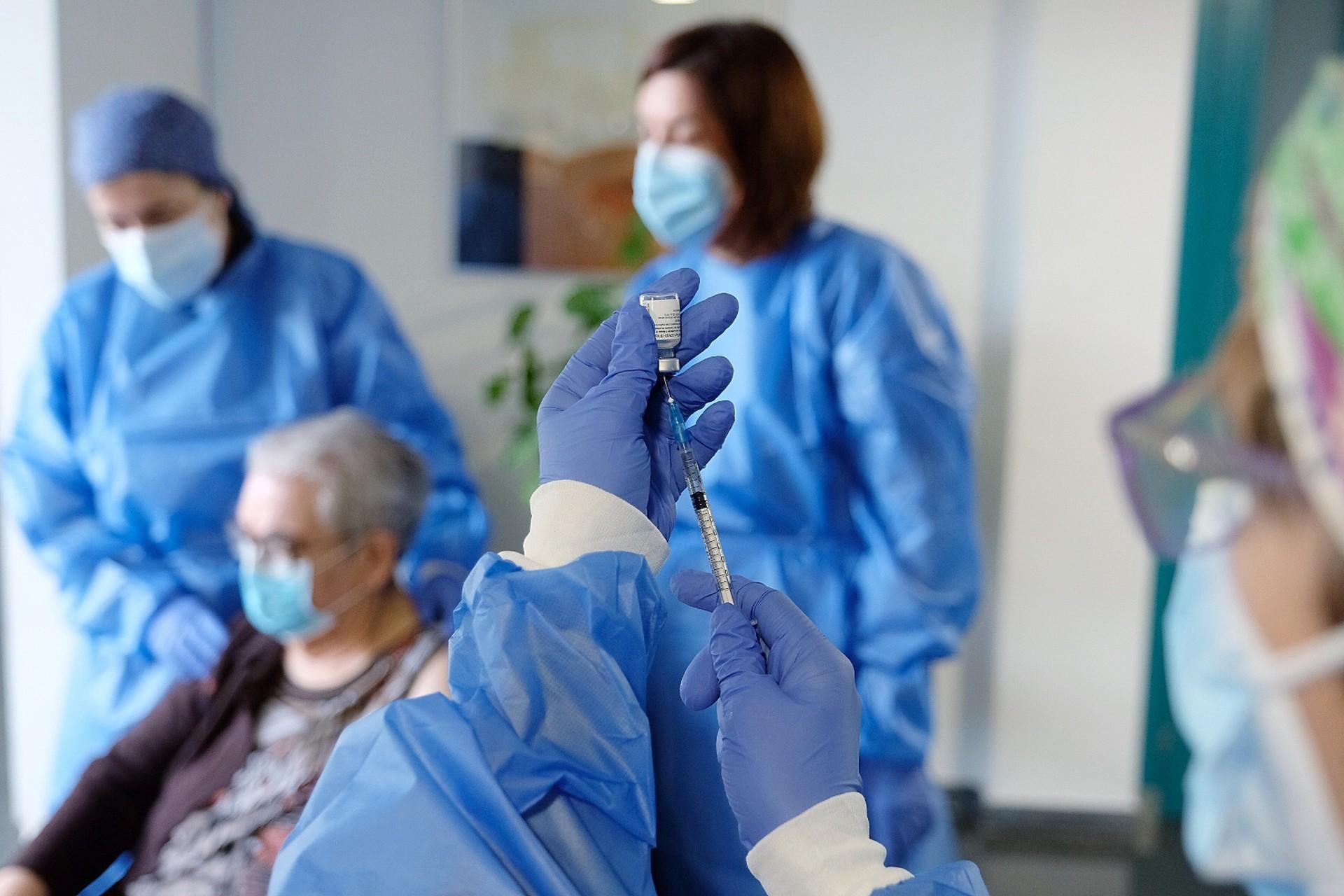 Segona dosi vacuna Pzifer Feixa Llarga a L'Hospitalet