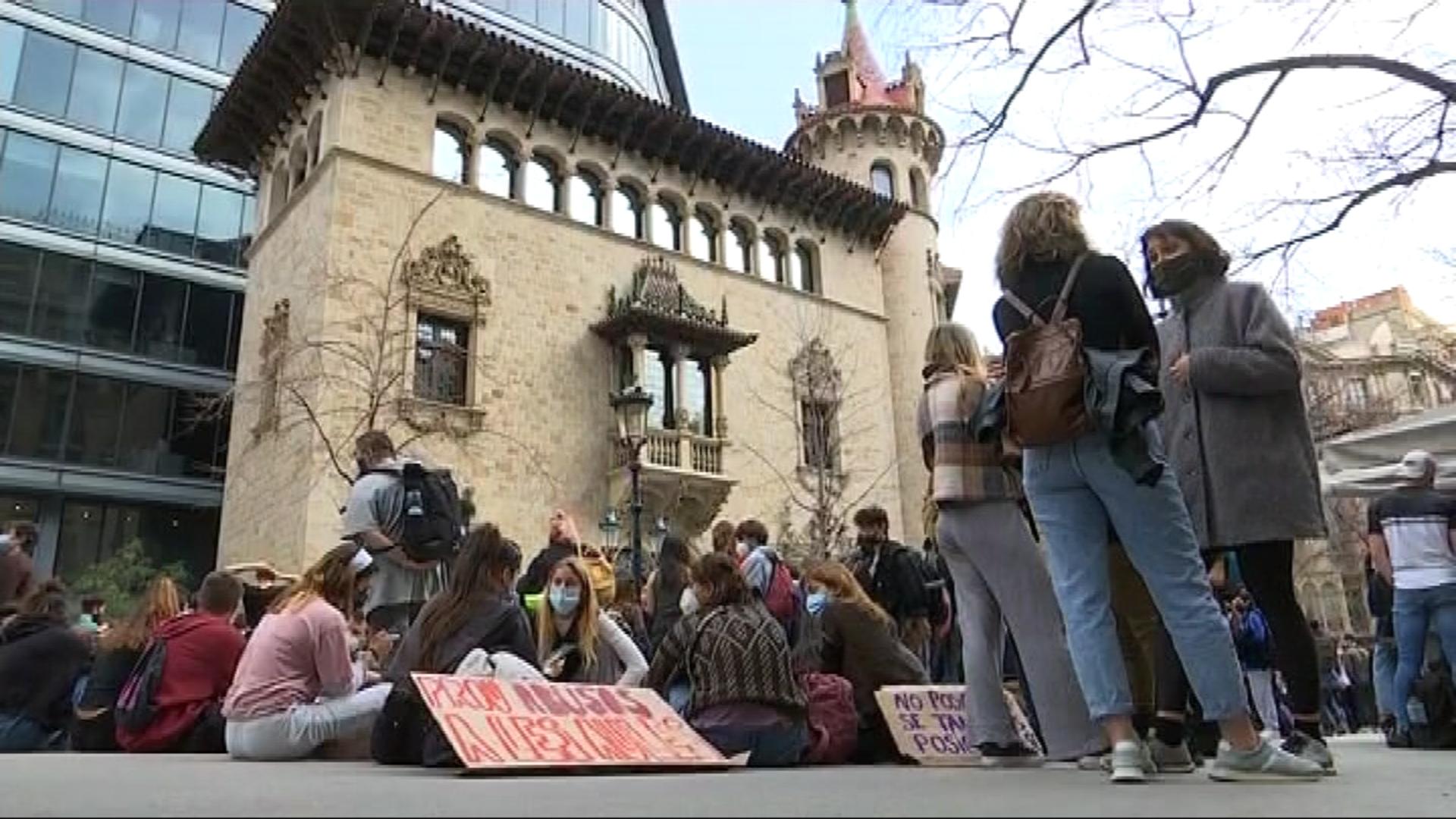 protesta a la Diputació de Barcelona