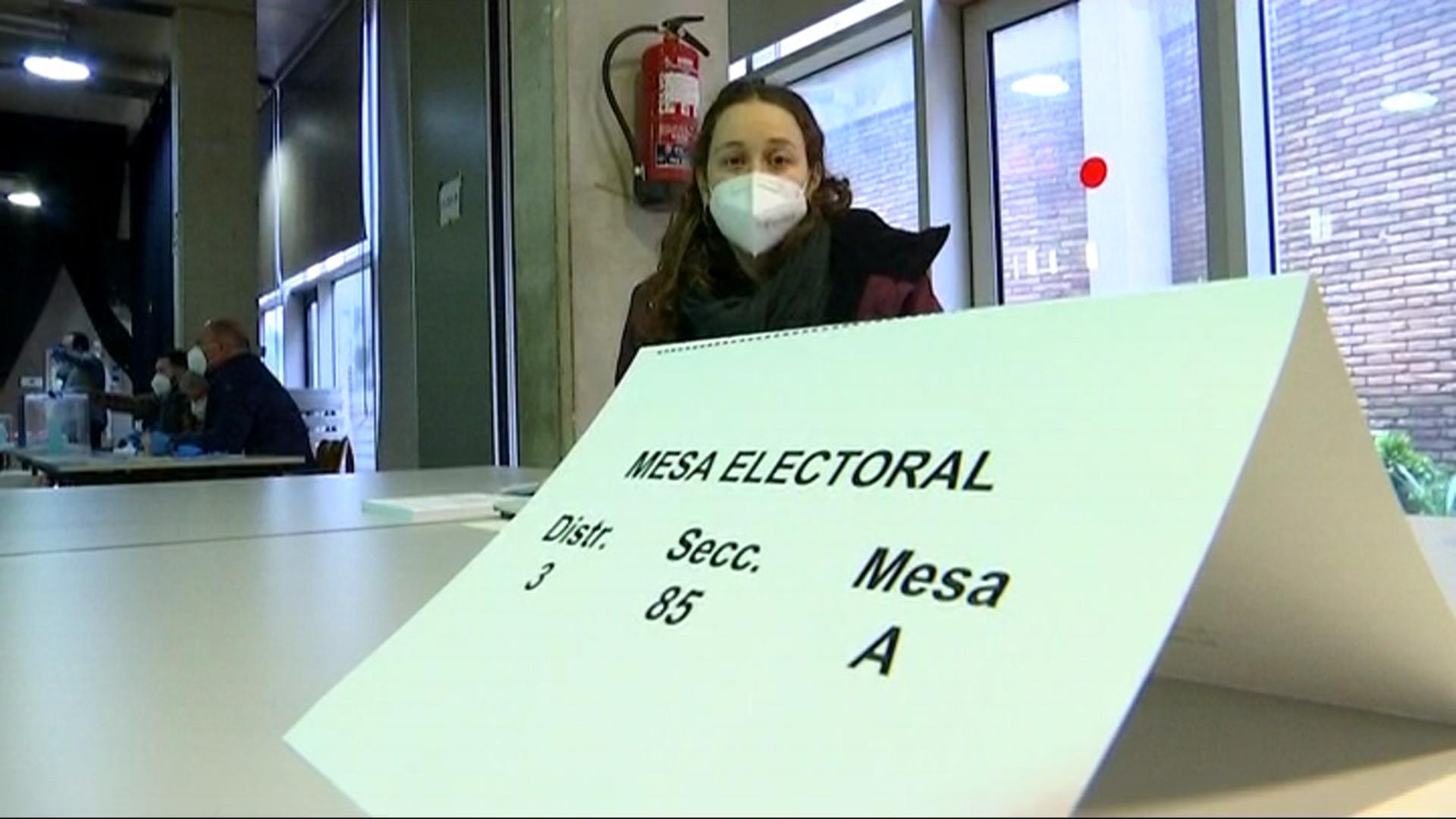 Embarassada presidenta mesa electoral