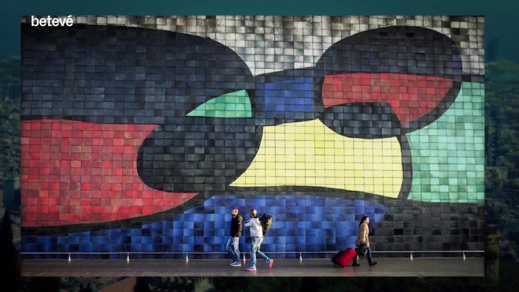 mural mosaic miro aeroport