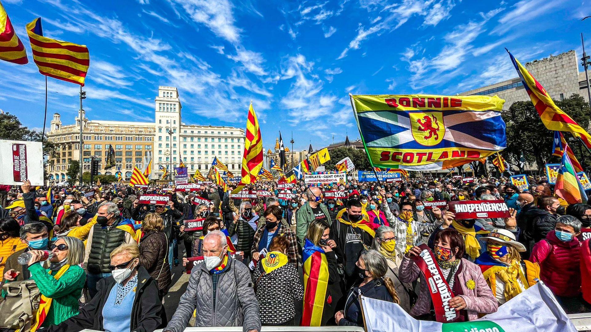 Marxa per la Unitat, la Reconciliació i la Independència Placa-catalunya-anc-2-280221
