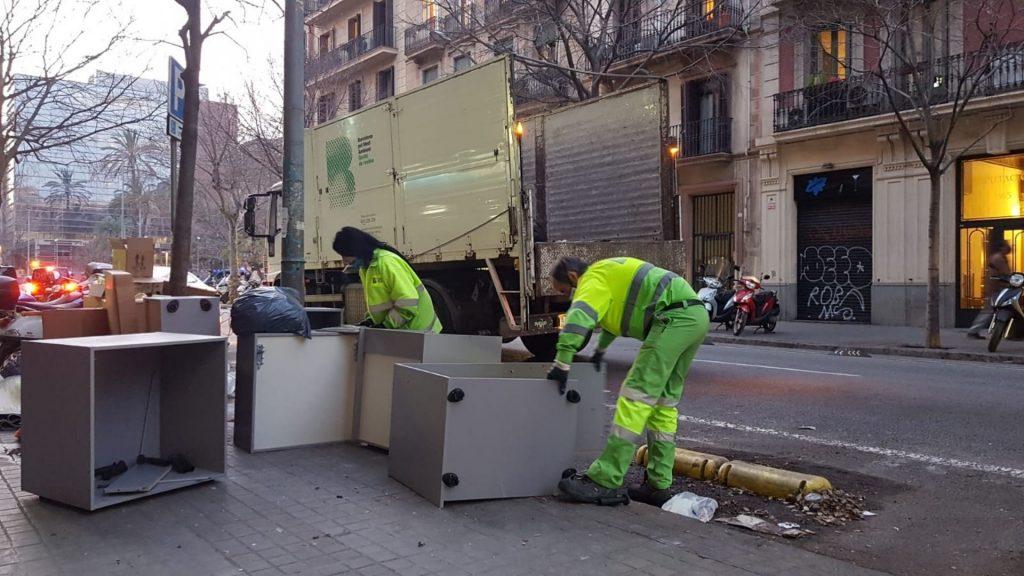 retiren mobles vells carrer per possibles aldarulls