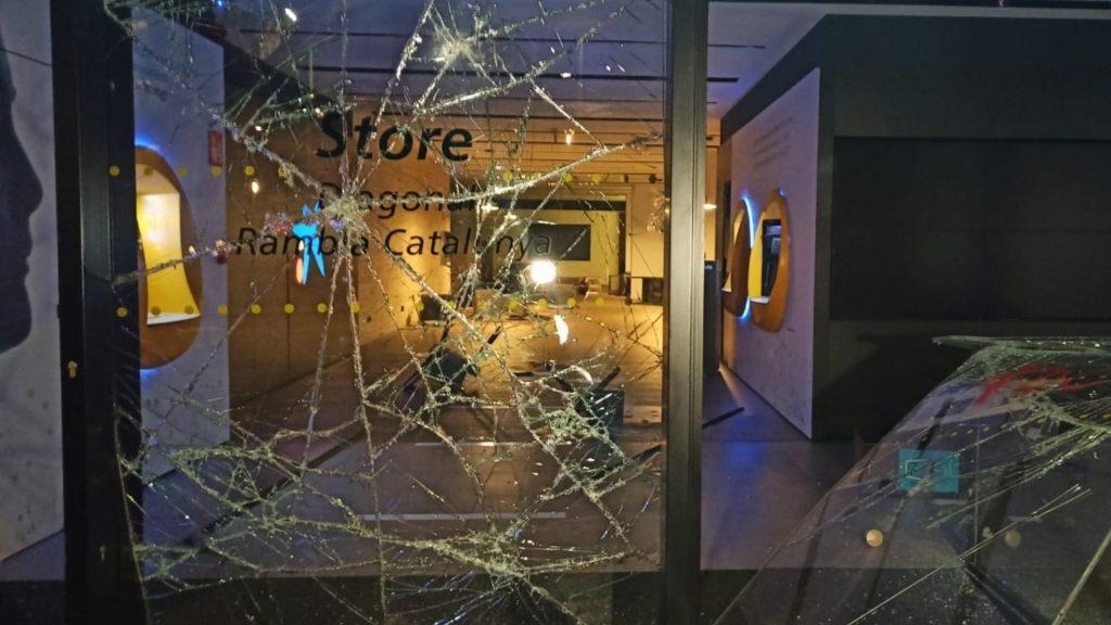 vidre trencat caixabank diagonal 160221