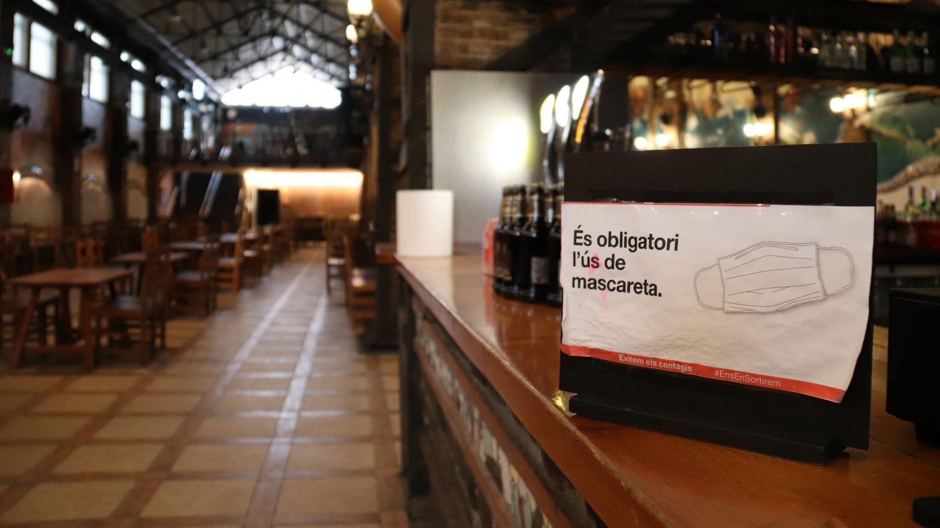 bar-buit-cartell-mascareta-obligatoria