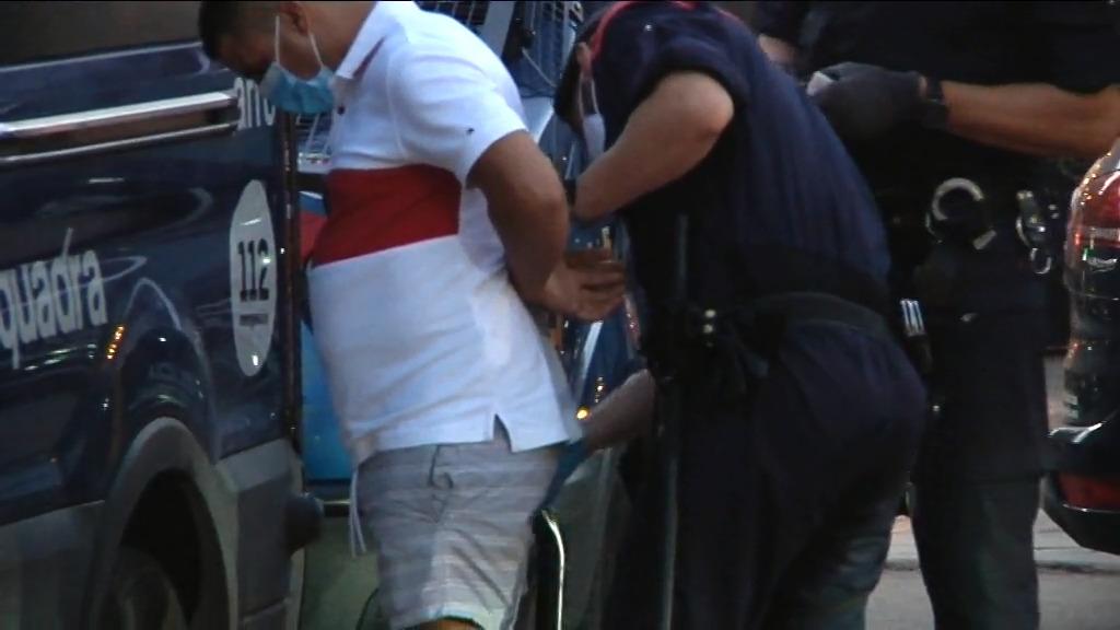 Els Mossos detenen una persona durant una de les operacions del Pla Tremall