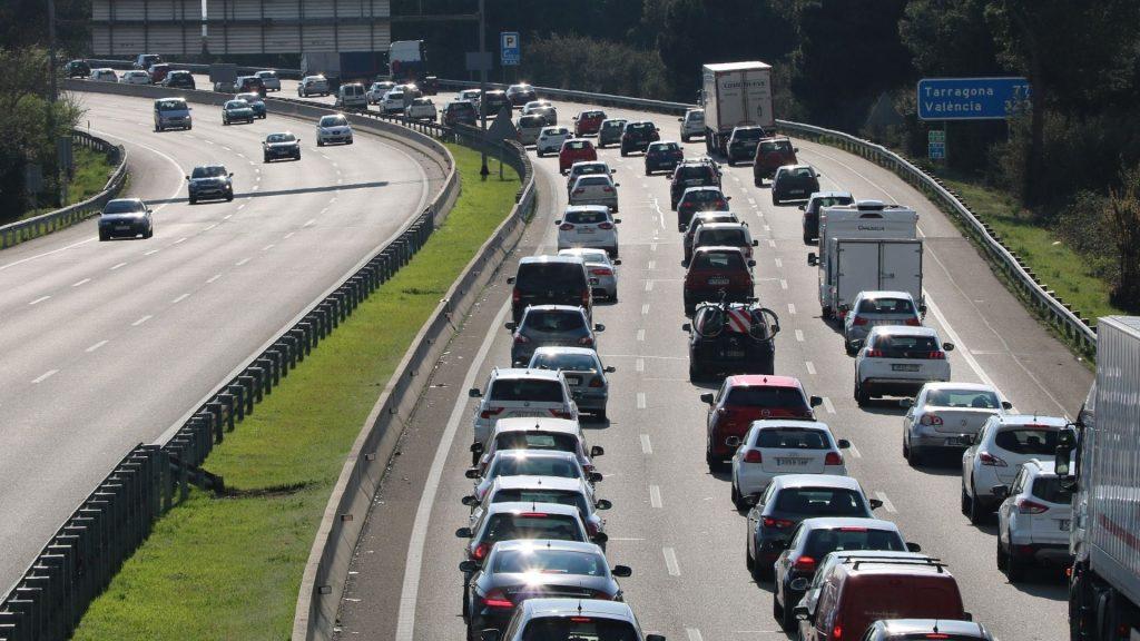 Cotxes a l'autopista AP-7