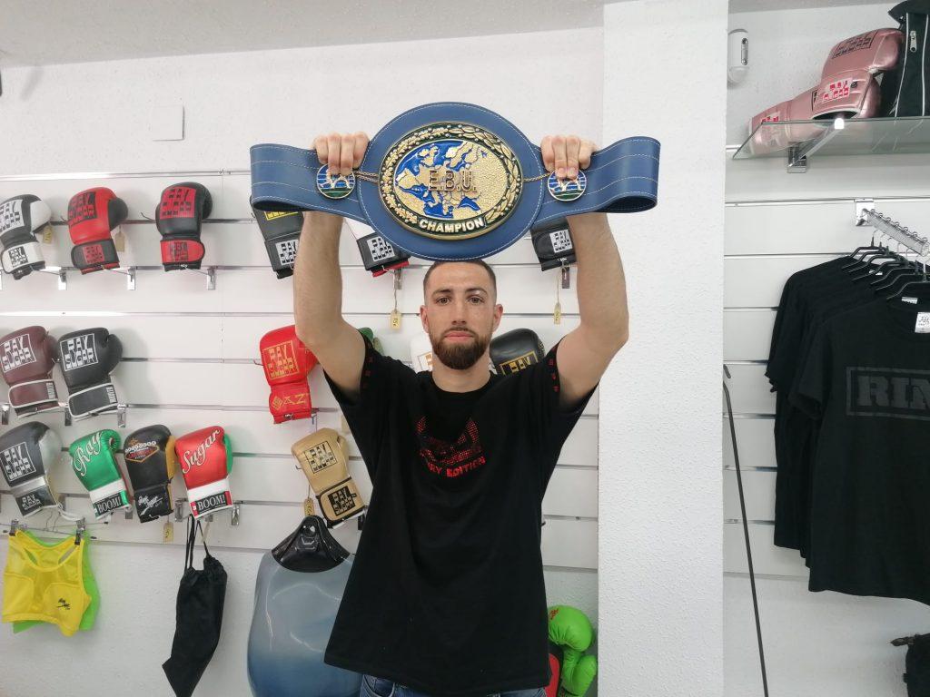 Sandor Martin es proclama campió d'Europa del pes superlleuger