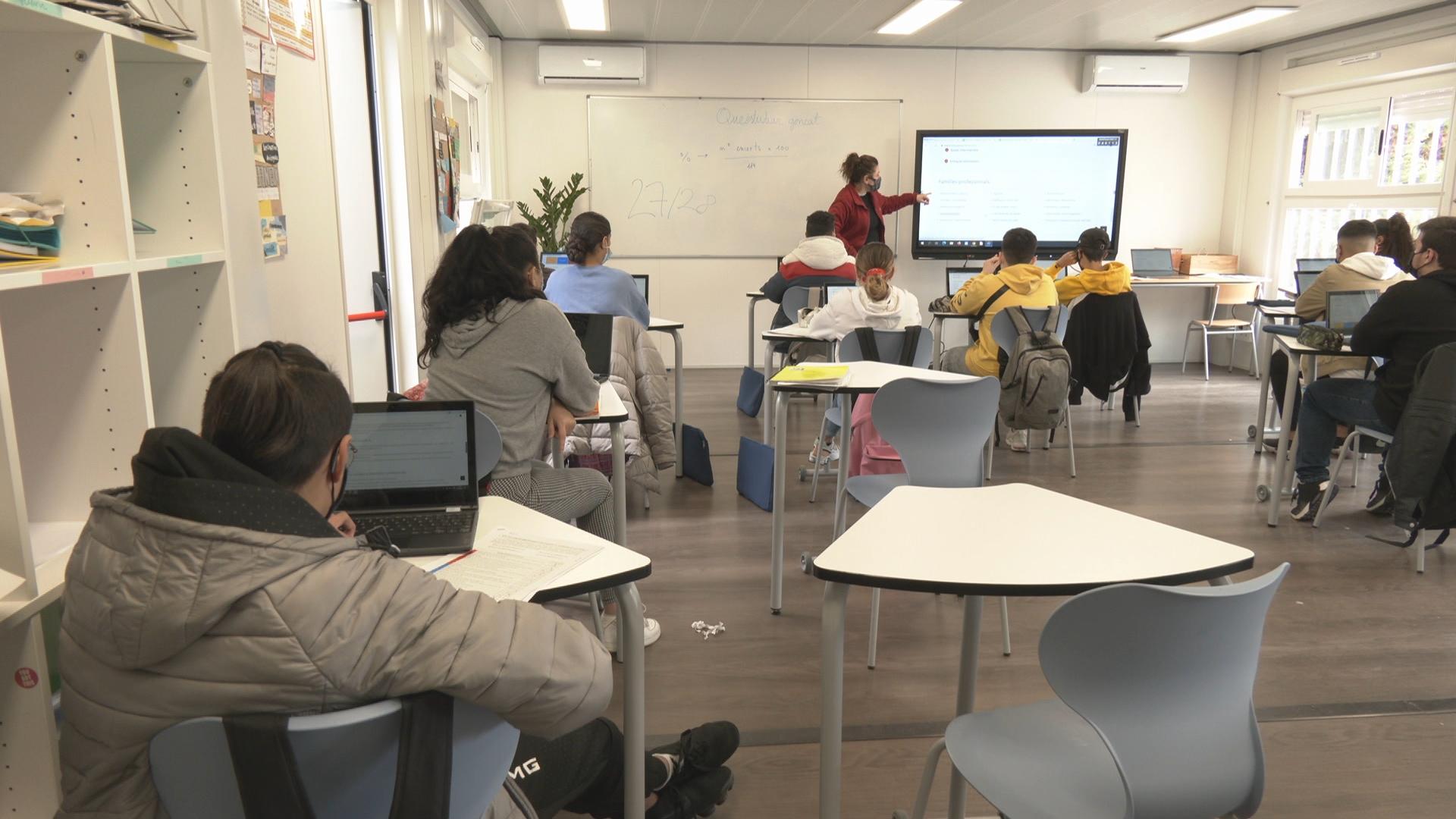 alumnes ESo amb ordinadors