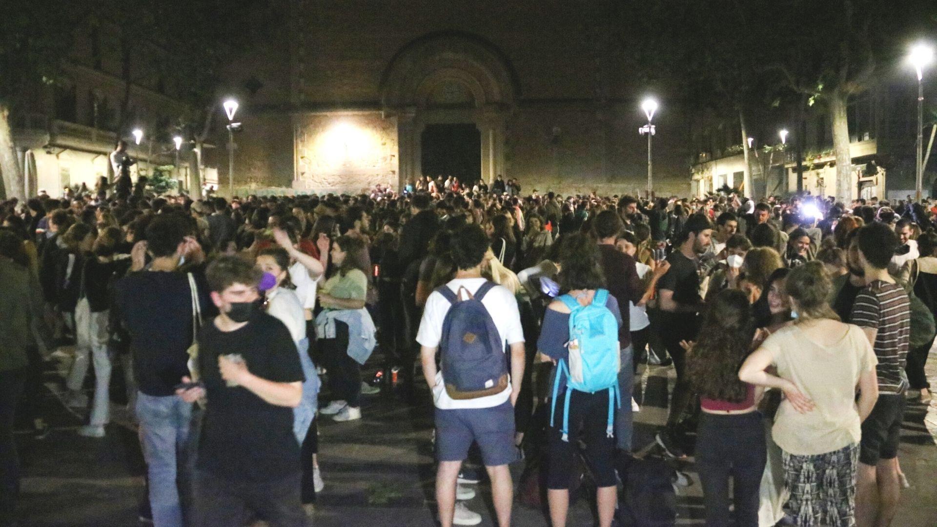 molta gent a la plaça virreina