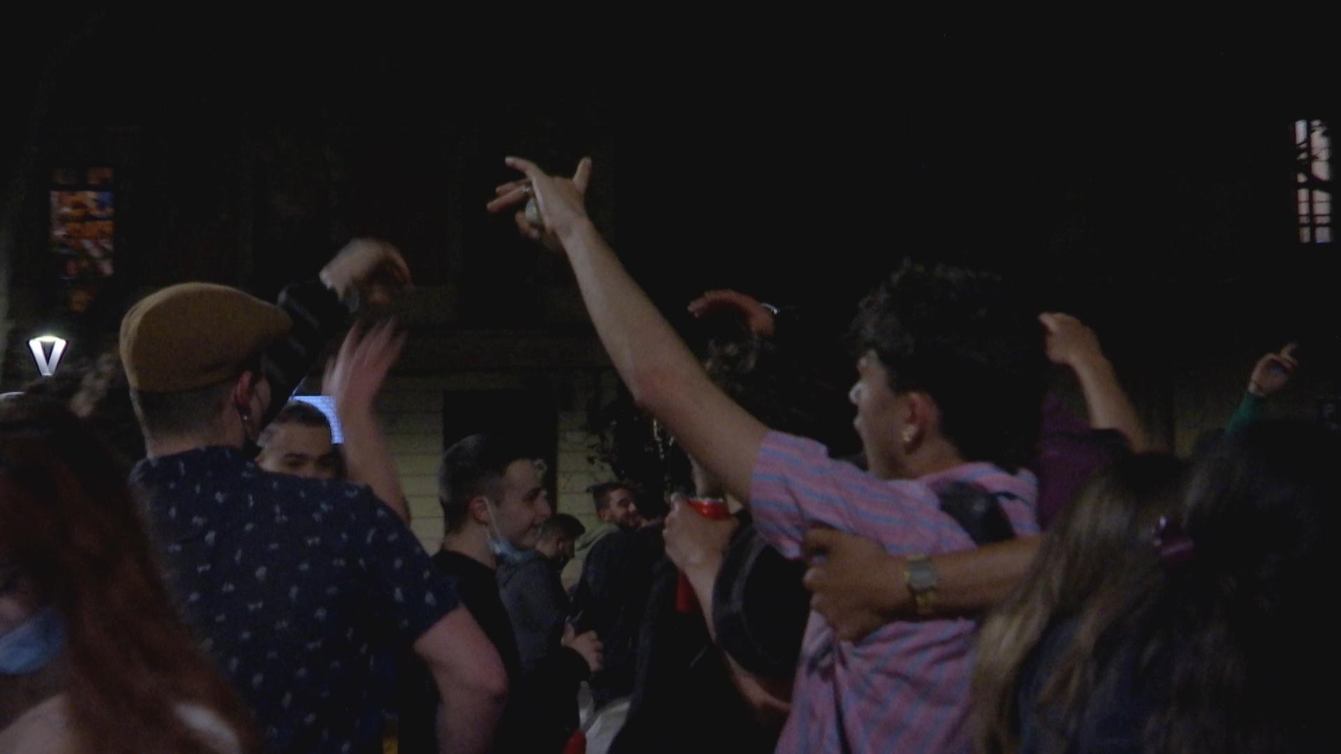 Festa de nit plaça Virreina