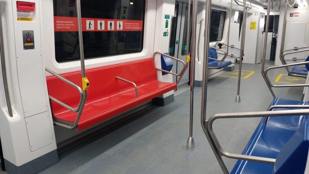 Seients reservats als nous vagons de metro de Barcelona