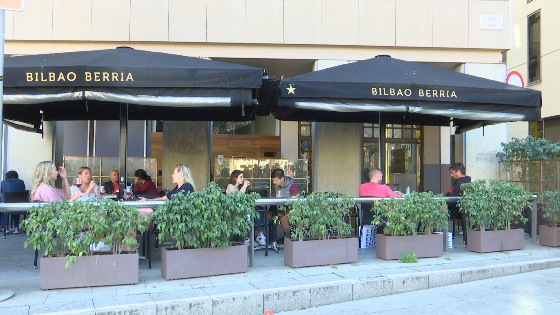 terrasses restaurants plenes per la tarda