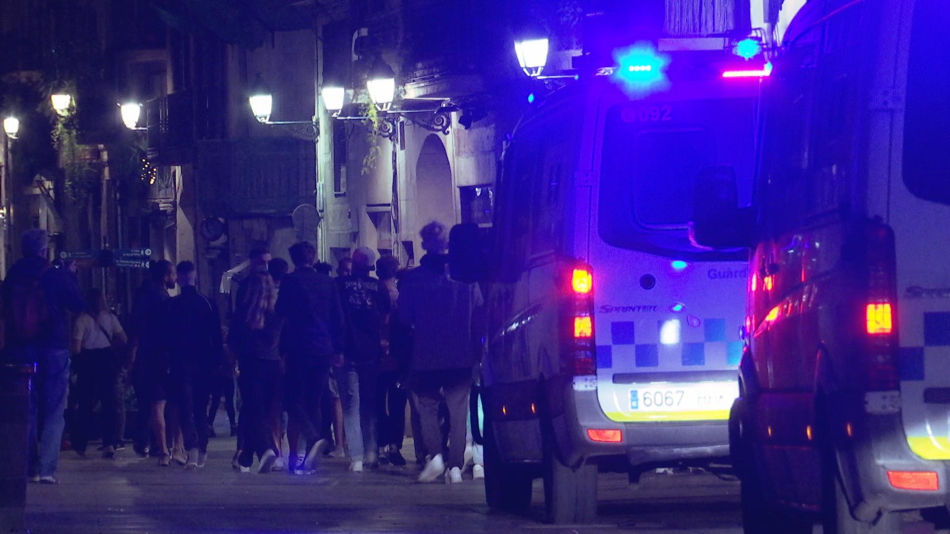 Guardia Urbana desallotjant carrers