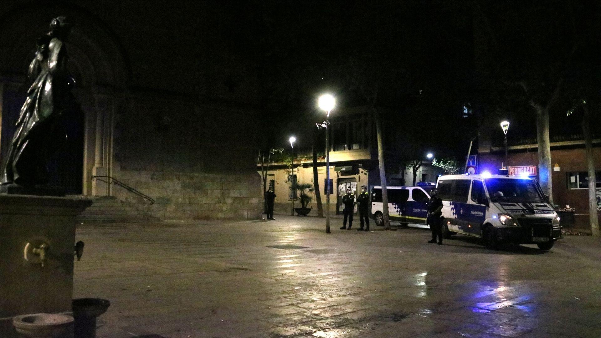 Guàrdia Urbana a la plaça Virreina