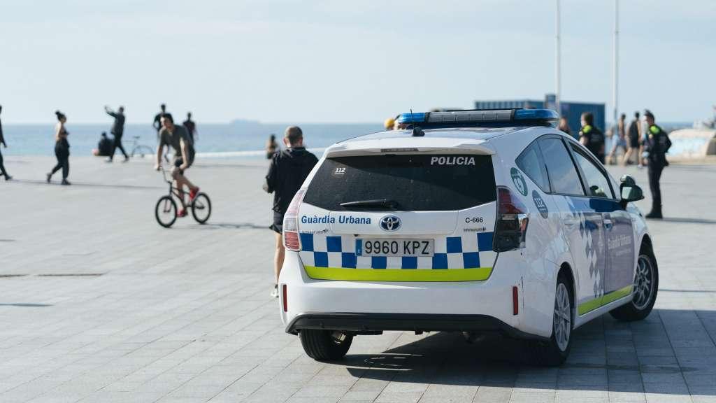 Cotxe de Guàrdia Urbana al litoral de Barcelona